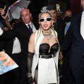 Madonna luce la tiara de 'F-k You' en el estreno de 'Madame X'
